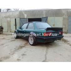 Фендера и дактейл спойлер BMW E30
